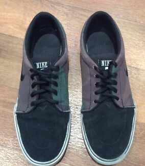 Nike Grey/Green/Black Men's Shoes - Size 9US
