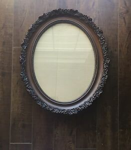 1970's Vintage EX. Condition Oval Picture Frame. $35.00