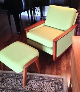 Mid Century R. Huber lounge arm upholstered chair & ottoman London Ontario image 4