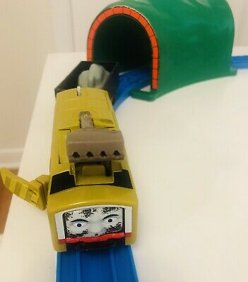 Thomas Trackmaster Diesel 10 Crash And Repair And Black Troublesome Truck.