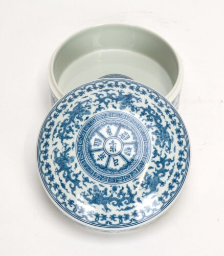 Superb Chinese Blue and White Qilin Beast Porcelain Food Box - 6 Character Mark