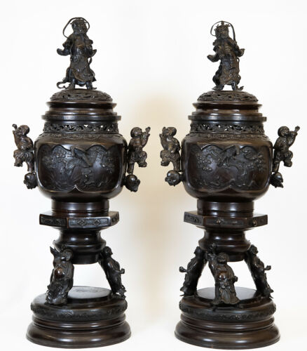 ANTIQUE PAIR OF LARGE JAPANESE MEIJI PERIOD BRONZE FIGURAL URN CENSERS