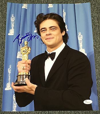Benicio Del Toro Signed Autograph Classic Oscars Trophy 11X14 Photo Jsa L74073