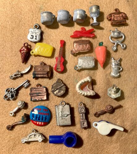 30 VINTAGE MIXED LOT OF CRACKER JACK & GUMBALL MACHINE CHARMS PRIZES
