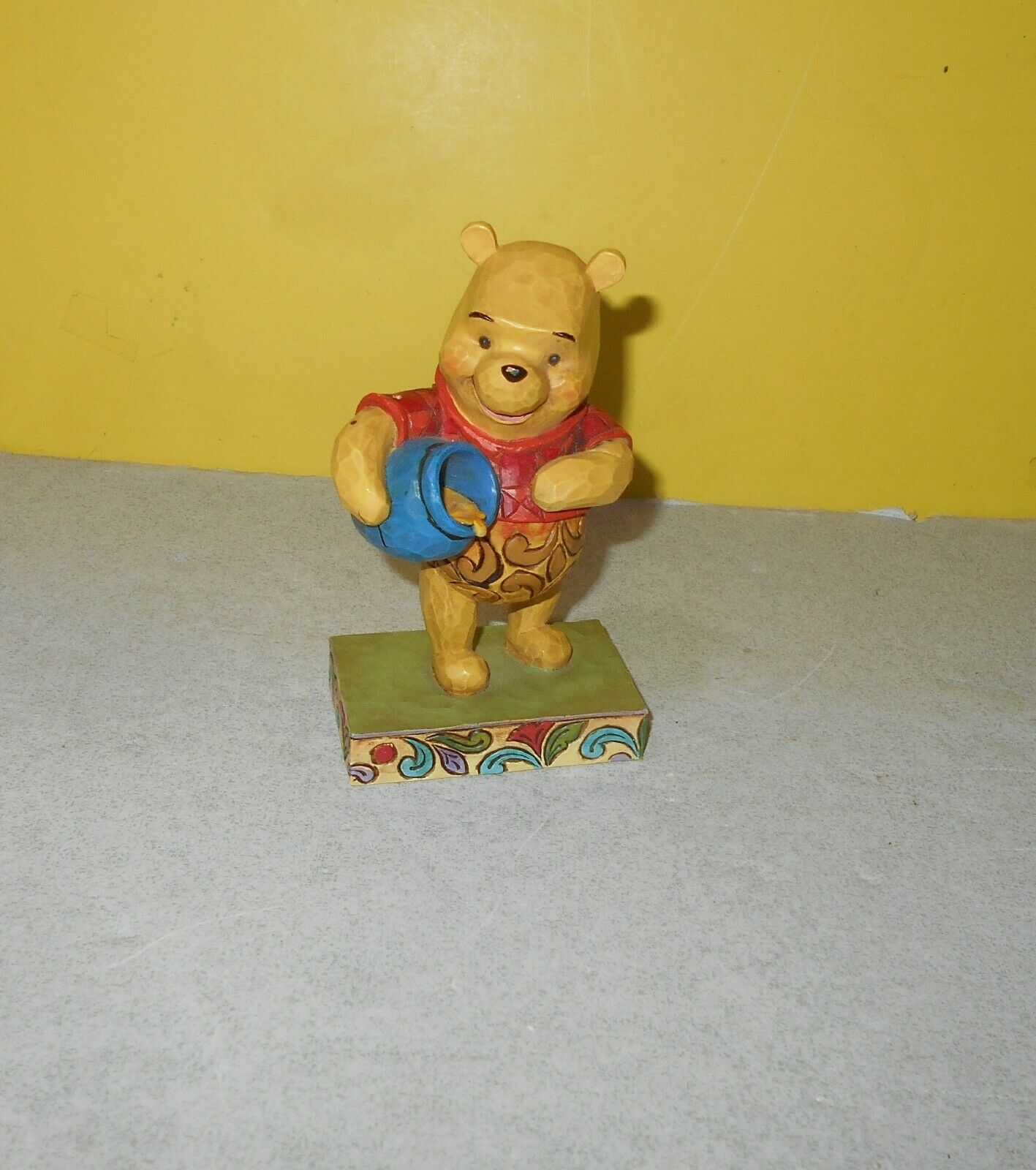 "Jim Shore Showcase Collection Winnie Pooh ""Hunny Of a Bear"" Disney Traditions"