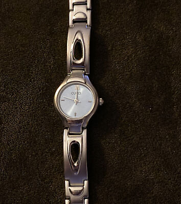 Vintage Gucci Ladies Watch -1500 Silver Link. Roman Numeral. Tested Working.