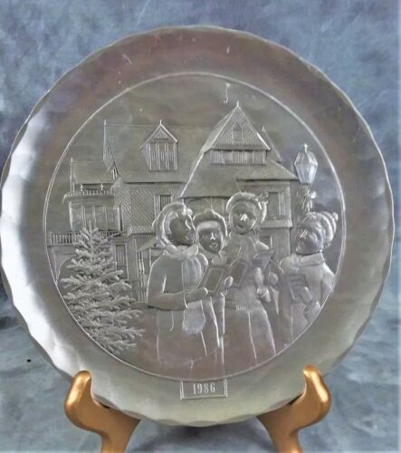 VINTAGE WENDELL AUGUST 1986 LIMITED  EDITION PEWTER PLATE CHRISTMAS CAROLERS