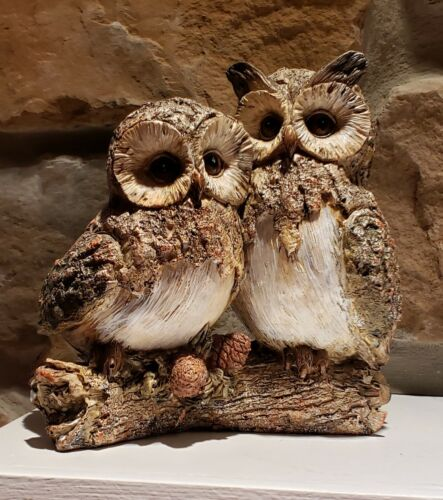 """Vintage """"OWLS in love"""" on log with pinecones sculpture figurine mantle decor woo"""