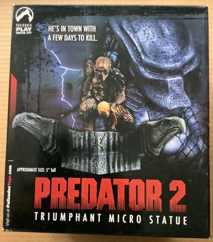 PREDATOR 2: TRIUMPHANT MICRO STATUE (2004) Palisades; #2149/3000; New, Sealed