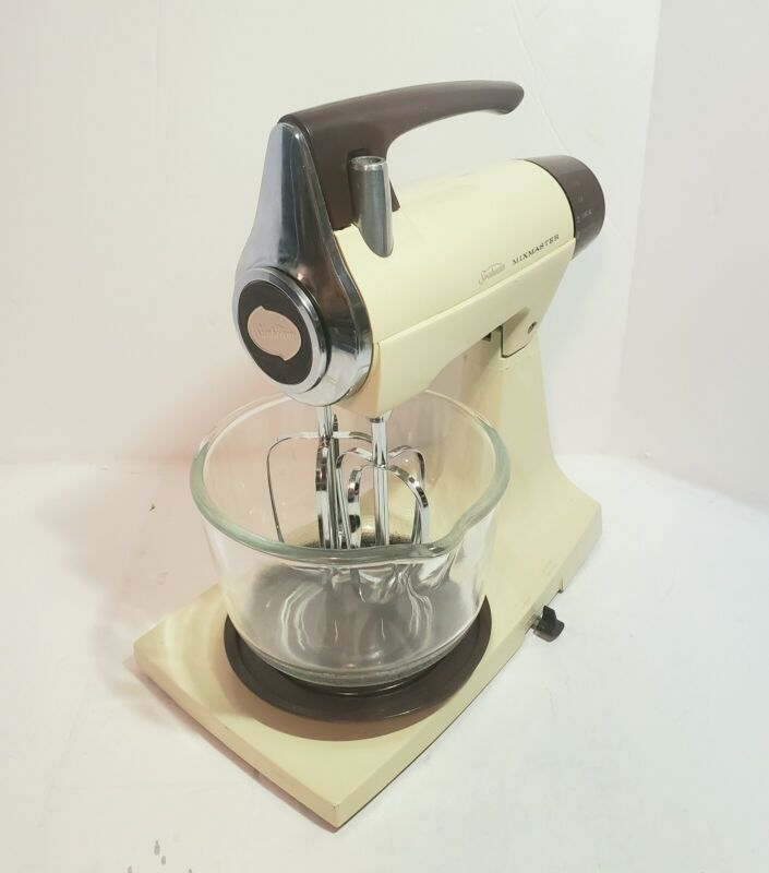 Sunbeam Mixmaster 1-7A Vintage 1970s Mixer + Small Bowl, Beaters, & Power Cord