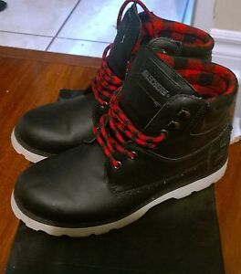 Sketchers black and red boots