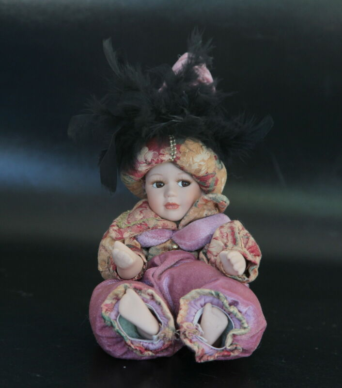 """DOLL: Sitting Girl in Pinkish Eastern Dress w Pointed Feathers Hat c. 21cm/8"""""""