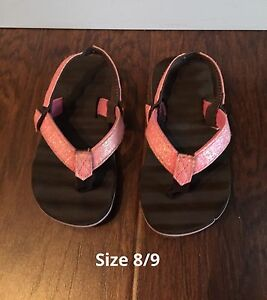 Size 8/9 toddler sandals