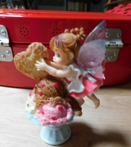 Enesco My Little Kitchen Fairies  *Finishing Touch Valentine*   Immaculate Shape