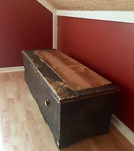 Antique wooden hutch with drawer