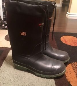 Size 11 insulated  certified rubber boots