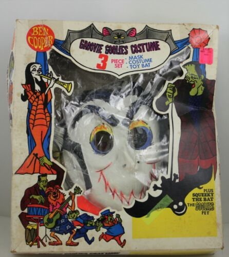 VINTAGE BEN COOPER 1971 3 PIECE GROOVIE GOOLIES DRACULA WITH TOY BAT