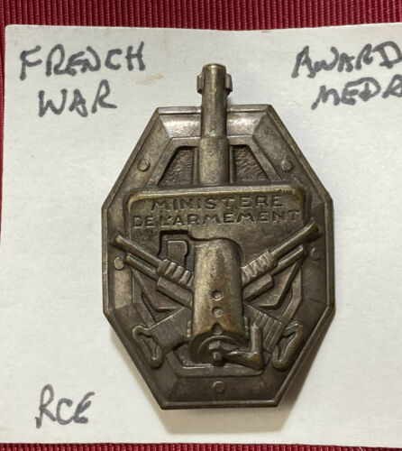 VINTAGE FRENCH WAR AWARD PIN BACK MEDAL MINISTRE DE L