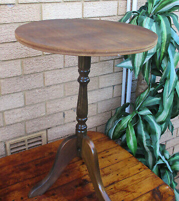CLASSIC VINTAGE ROUNDPEDESTAL DISPLAY TABLE.  SOLID.  TOP CONDITION