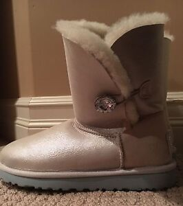 Brand new uggs for sale size 8  !!!