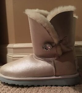 Brand new uggs for sale !!
