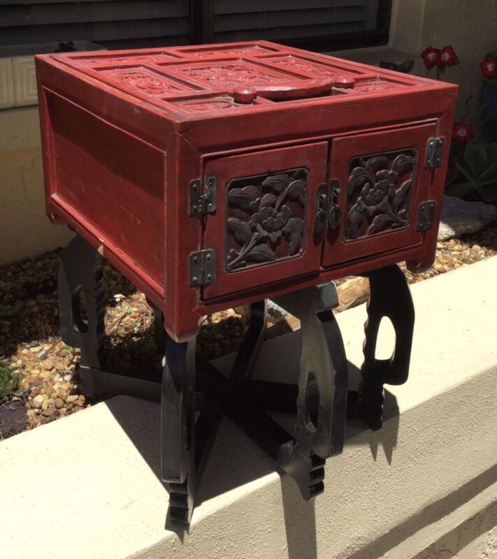 VINTAGE CHINESE CARVED RED HARDWOOD RED CINNABAR GAME BOX / CHEST