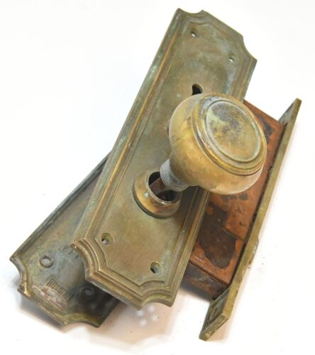 VINTAGE BRASS DOOR KNOB WITH MATCHING DOORPLATES AND BUTTON LOCK  MORTISE