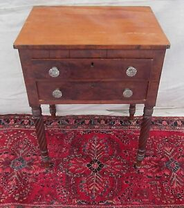 EXCELLENT FEDERAL PERIOD MAHOGANY WORK TABLE WITH SANDWICH GLASS PULLS