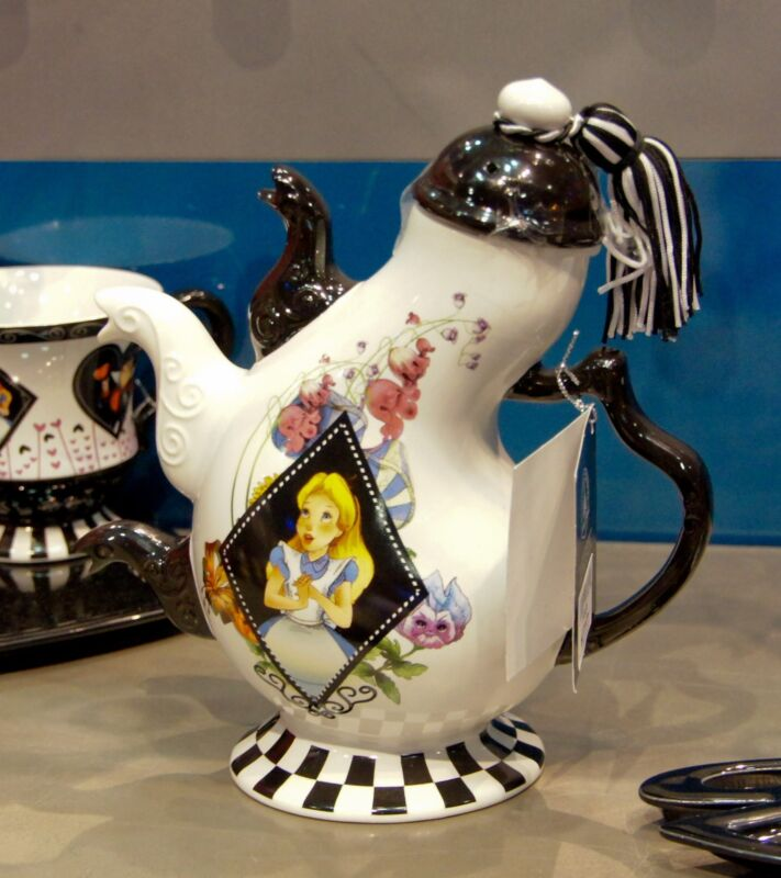 Disney Alice in Wonderland Teapot - Three Spout Teapot Wonderland Graphics