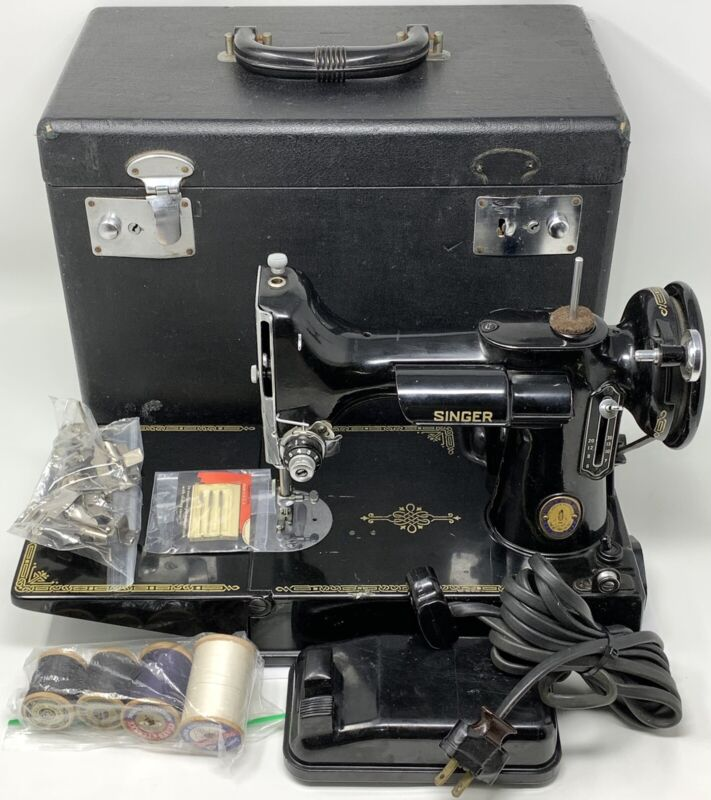 READ FIRST Vintage Singer Featherweight CAT 3-120 Sewing Machine Bundle