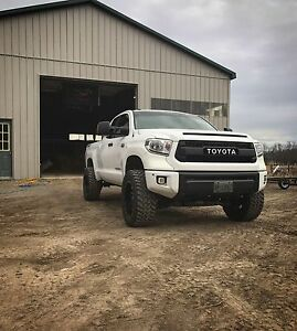 Lifted 2015 Toyota Tundra sr5 trd