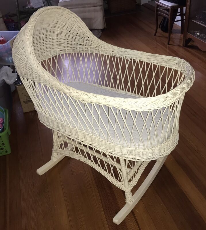 VINTAGE BABY BASSINET CRADLE WHITE WICKER VERY GOOD CONDITION Local Pick-up Only