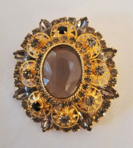 Vintage Stunningly Beautiful Faux Hematite and Gold Toned Brooch