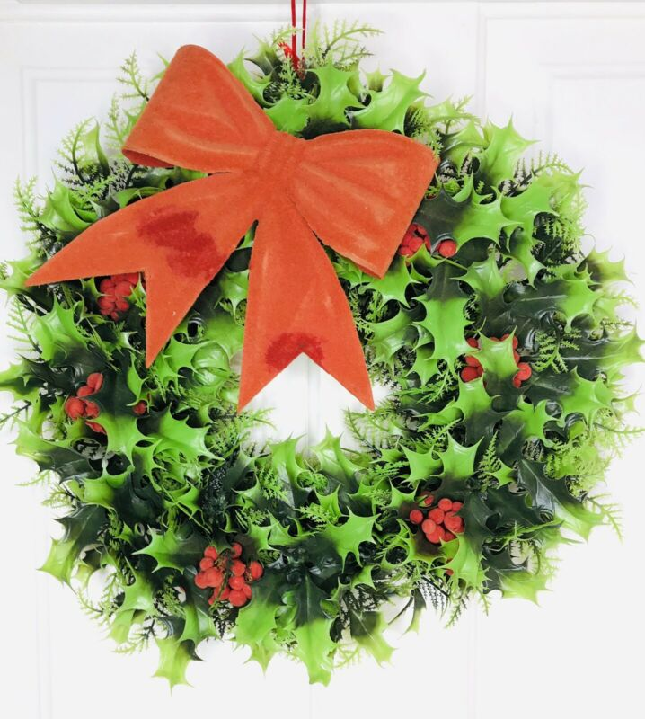 Vintage MCM Plastic Wreath Christmas Green Holly Holiday Hong Kong 60s 70s 15""