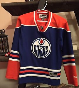 WOMENS SMALL OILERS JERSEY NEVER WORN $70