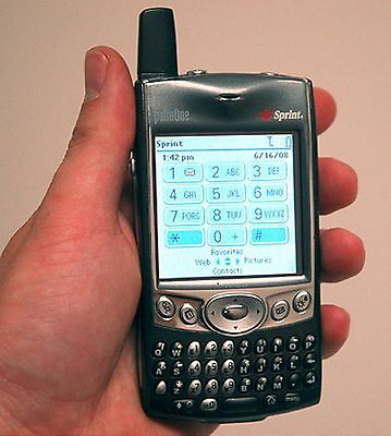 Palm-One Treo 600 Sprint-PCS PDA Wireless Cell Phone qwerty keyboard touchscreen ()