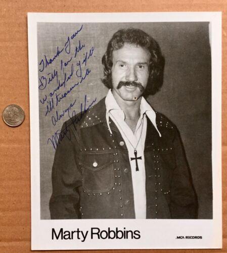MARTY ROBBINS (1925- 1982) VINTAGE AUTOGRAPHED INSCRIBED PUBLICITY PHOTO