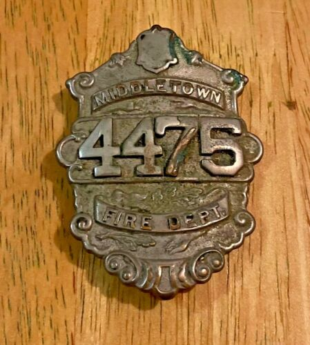 VINTAGE MIDDLETOWN NEW YORK NY NYFD FIREMAN FIRE BADGEHELMET BADGE PIN