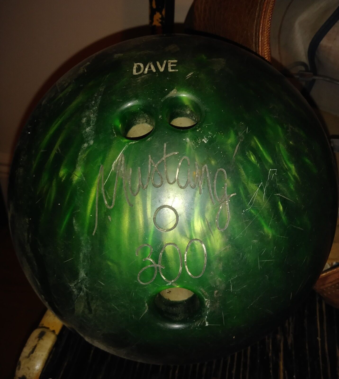 Signature Version Bowling Ball /[m] Dave Mustang 300 With Original Luggage