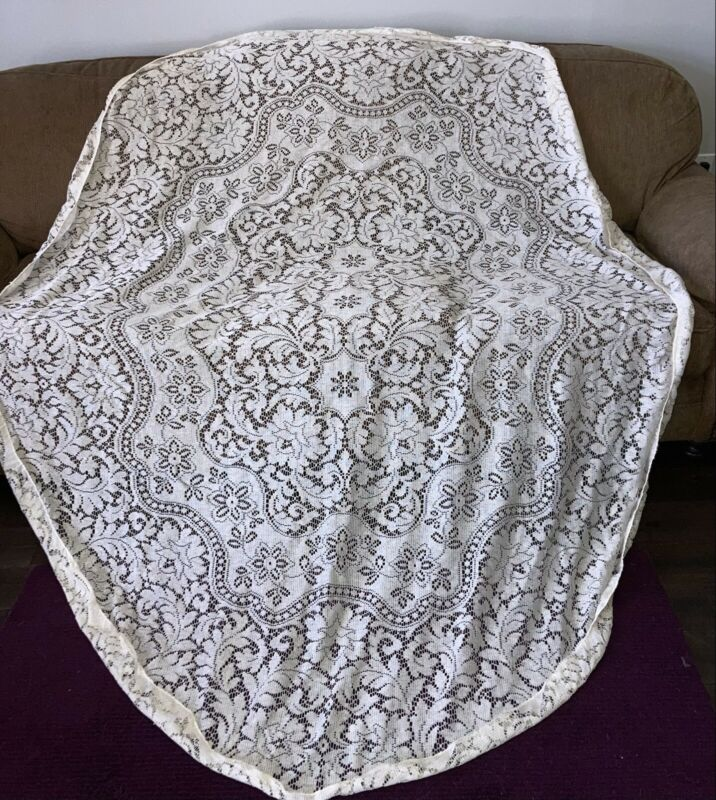 Pretty Vintage Quaker Lace Oval Tablecloth 68x80