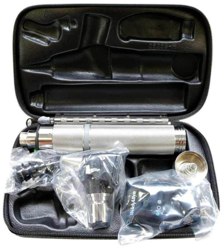 Welch Allyn Diagnostic Set Complete with Otoscope, Opthalmoscope, Handle & Case
