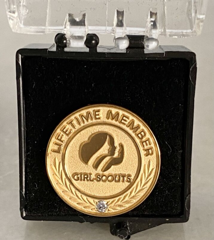 Vintage GIRL SCOUT PROFILES LIFETIME MEMBERSHIP PIN Gold Simulated Diamond NIB
