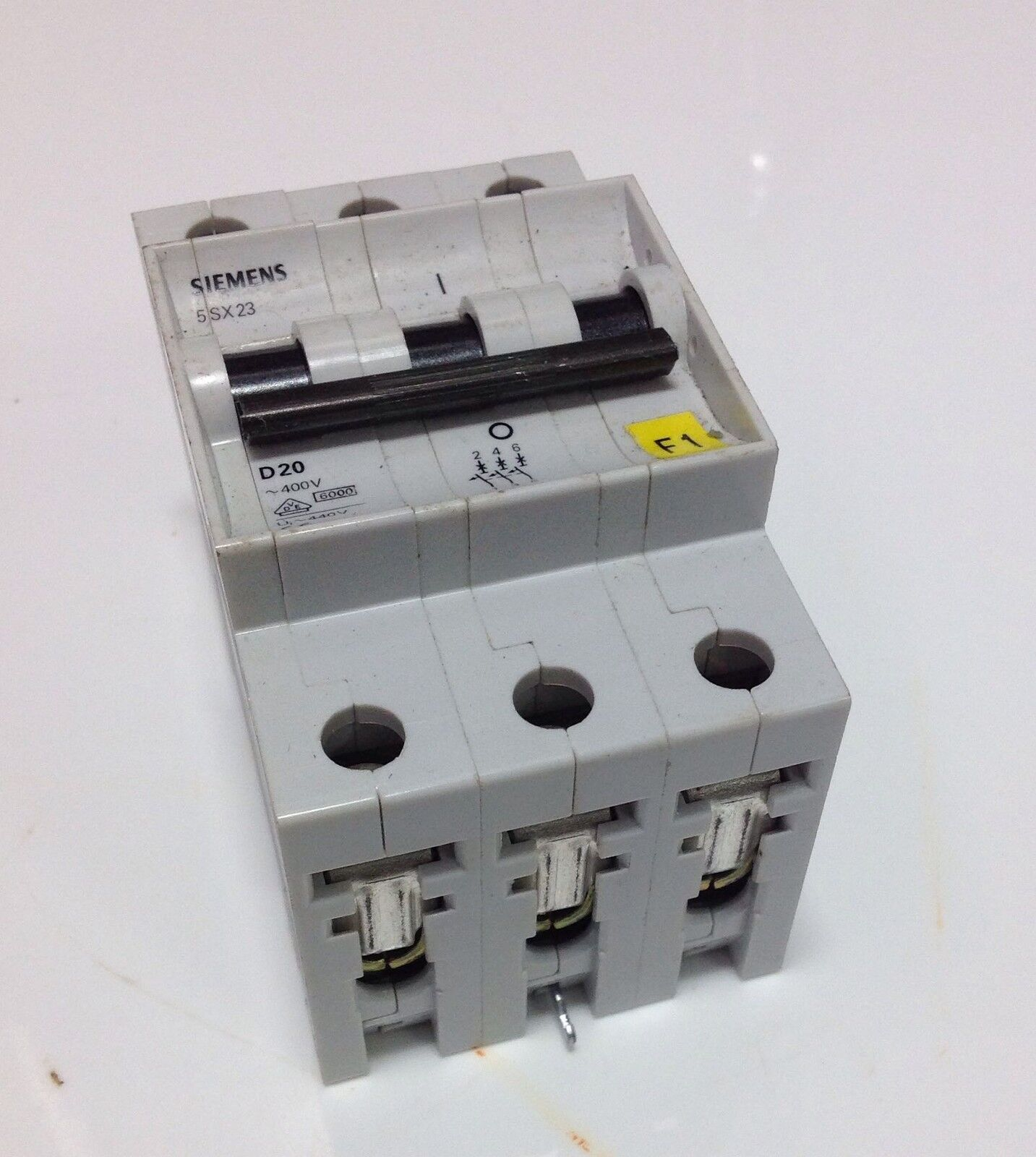 Siemens 400v 3 Pole Circuit Breaker 5sx23 D20 102368 1798 Picclick Details About 5sx21 C5 230 5 Amp 2 Of See More