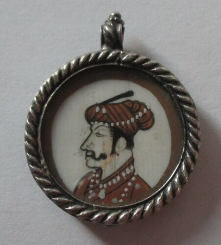 VTG ANTIQUE SILVER HAND PAINTED MAN CAMEO PENDANT under glass unusual