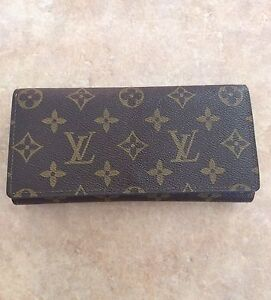 Louis Vuitton not authentic large wallet