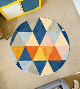 Bright & Colourful Round Rug in Excellent Condition
