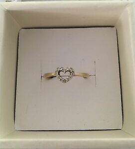 9ct gold diamond heart ring Clearview Port Adelaide Area Preview