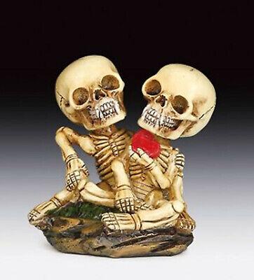 Skeleton Lovers with Heart Skull Figurine Statue Skeleton Halloween - Halloween Lovers