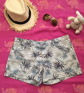 Shorts size l ( 10-12)