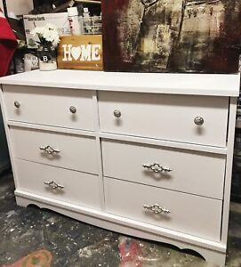 GORGEOUS White Dresser with 6 drawers-135$